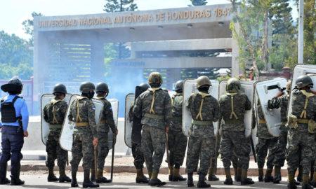 La Policía Militar hondureña entró a una universidad e hirió a tres estudiantes